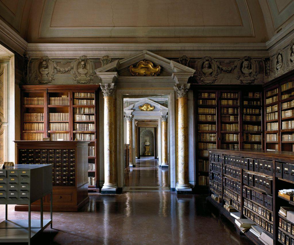مكتبة متحف كورسيني
