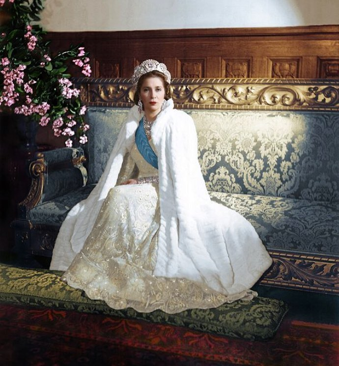 Queen Nazli of Egypt in a gorgeous colorised photo