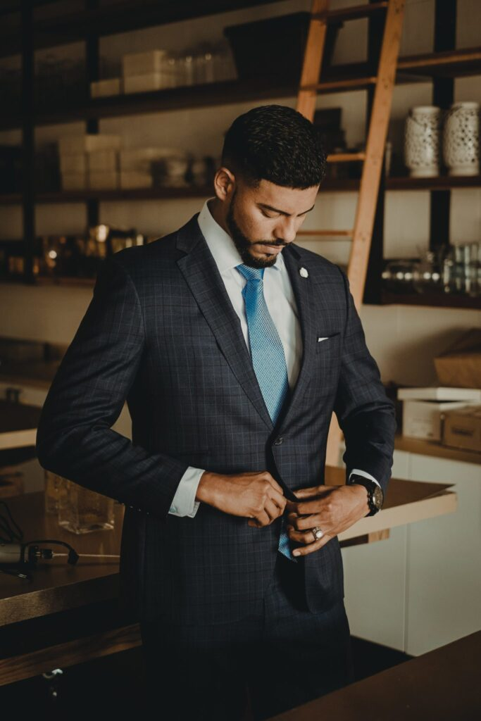 ملابس رجالية - ربطة العنق هي إحدى مكونات الأناقة