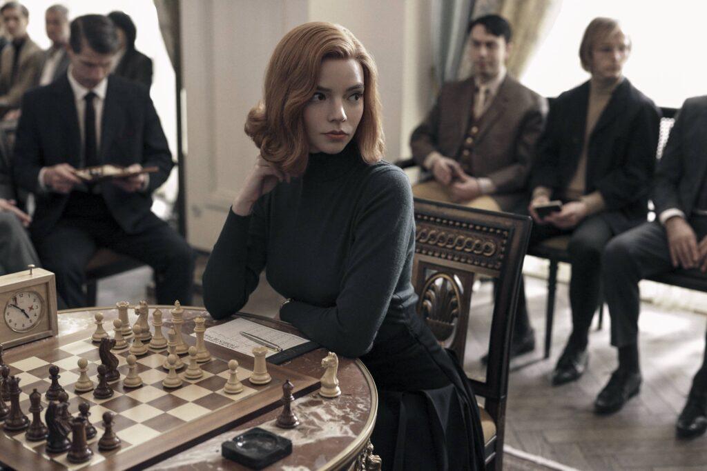 """شطرنج -  مناورة الملكة - The Queen's Gambit"""" من قناة نيتفلكس"""